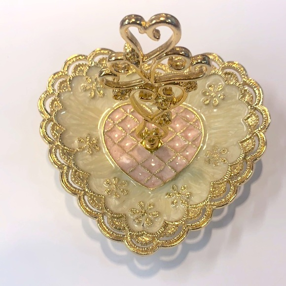 Gorgeous Vintage heart jewelry tray!